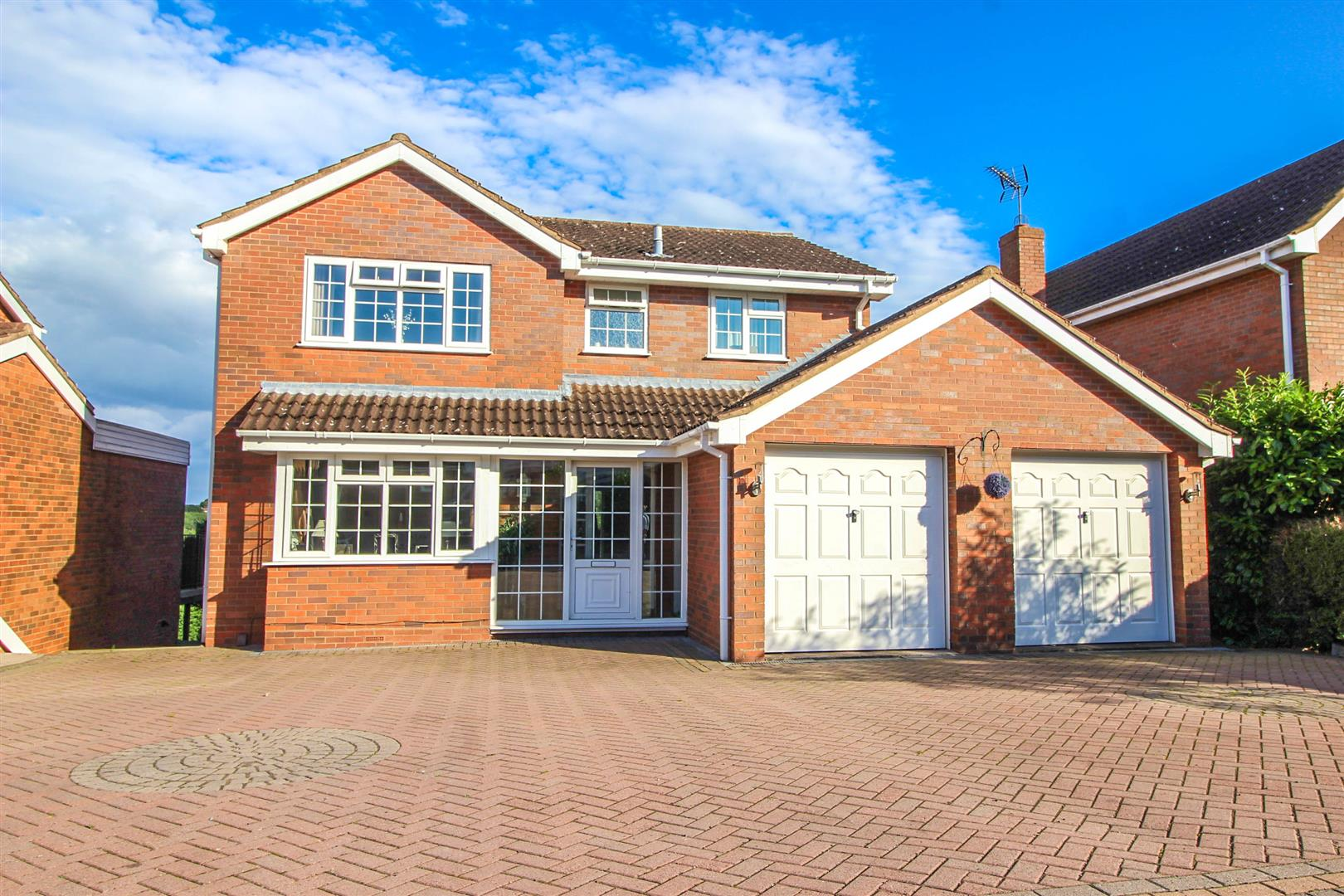5 Bedrooms Detached House for sale in Blackstitch Lane, Webheath, Redditch